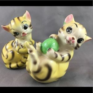 Vintage 1950's Ceramic Yellow Cat Salt & P…